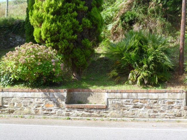 A set of benches for resting in Soto de Luiñes